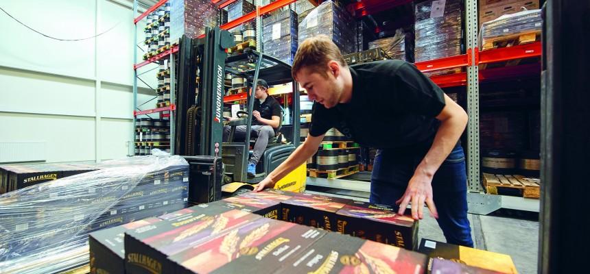 Åland Post sköter frakt, lagring och orderhantering för Stallhagen