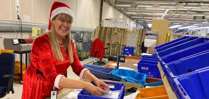 Julkort sorteras på Postterminalen